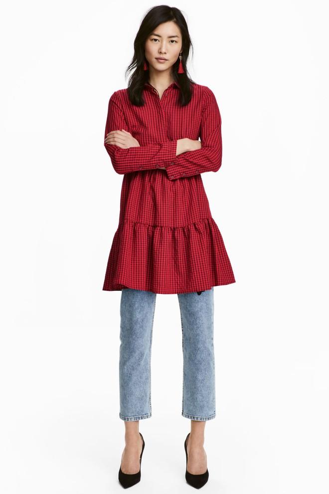 Dạo 1 vòng H&M và Zara, bạn có thể vơ được cả rổ váy đỏ có giá dưới 1 triệu mà tha hồ diện Tết này - Ảnh 10.