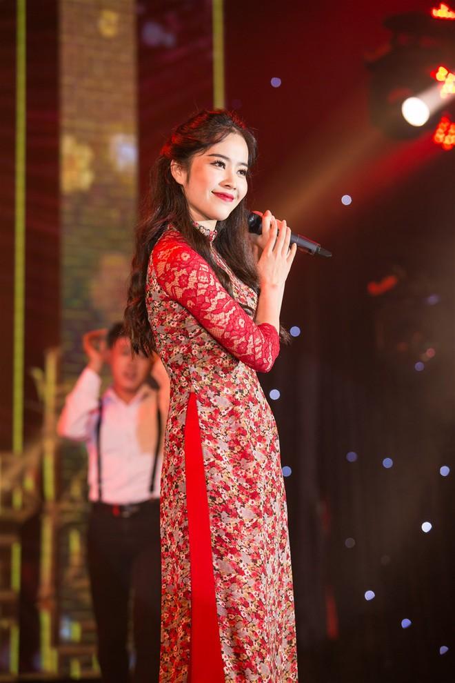 Á hậu Thùy Dung, Diễm Trang, Diệu Thùy đọ sắc, đọ giọng trên sân khấu - Ảnh 12.