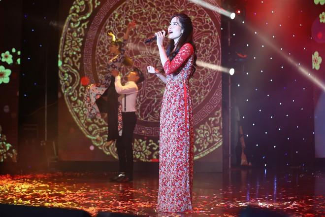 Á hậu Thùy Dung, Diễm Trang, Diệu Thùy đọ sắc, đọ giọng trên sân khấu - Ảnh 13.