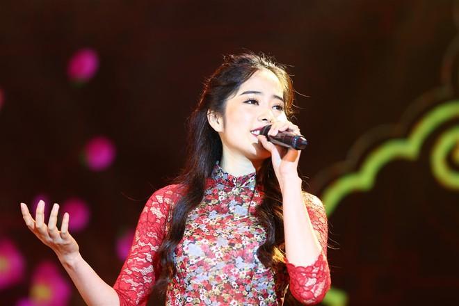 Á hậu Thùy Dung, Diễm Trang, Diệu Thùy đọ sắc, đọ giọng trên sân khấu - Ảnh 14.