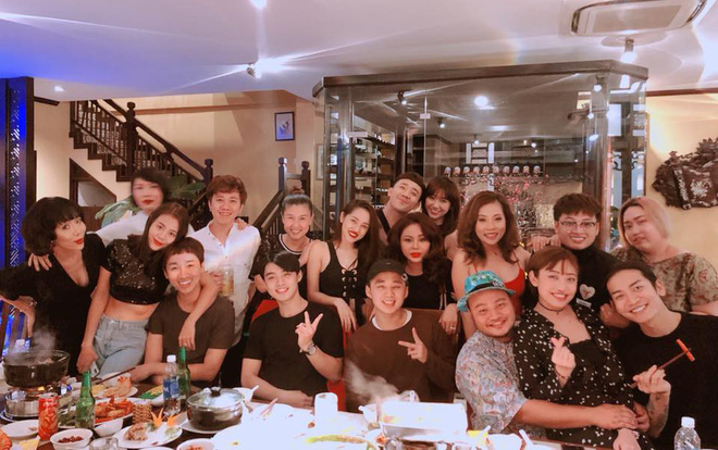 Vừa làm tiệc chúc mừng sinh nhật hoành tráng cho Trấn Thành, Hari Won lại mất ngủ đăng tải dòng tâm sự khó hiểu lúc nửa đêm - Ảnh 1.