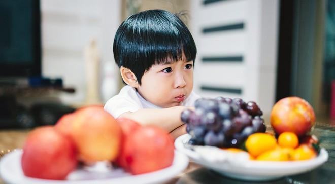 Để con không mè nheo, lề mề lúc ngủ dậy, bố mẹ tuyệt đối không nên làm những điều này trước khi con đi ngủ - Ảnh 2.
