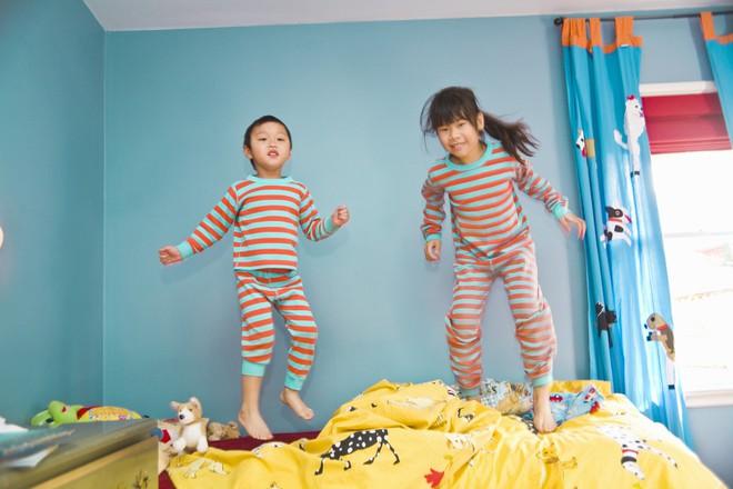 Để con không mè nheo, lề mề lúc ngủ dậy, bố mẹ tuyệt đối không nên làm những điều này trước khi con đi ngủ - Ảnh 3.