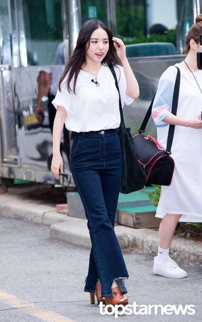 Bất kể xuân hạ thu đông, Min Hyo Rin cũng luôn trung thành với công thức mix đồ này - Ảnh 2.