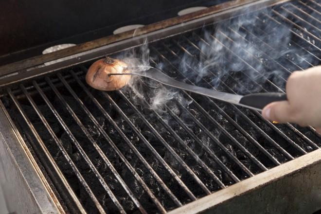 Đón Tết tinh tươm bằng cách tẩy sạch các vết gỉ sét trên đồ dùng với nguyên liệu có sẵn trong bếp   - Ảnh 2.