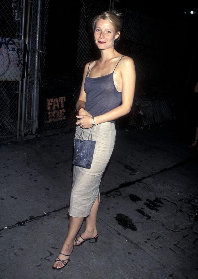 Từ thập niên 90 đến nay, thời trang đi tiệc của các cô gái sành điệu đã thay đổi thế nào? - Ảnh 11.