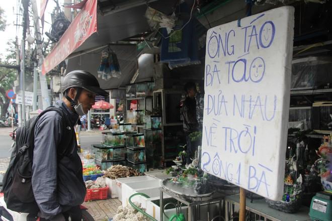 Ca canh ca trieu dong, nguoi Sai Gon van mua ve tien Tao Quan