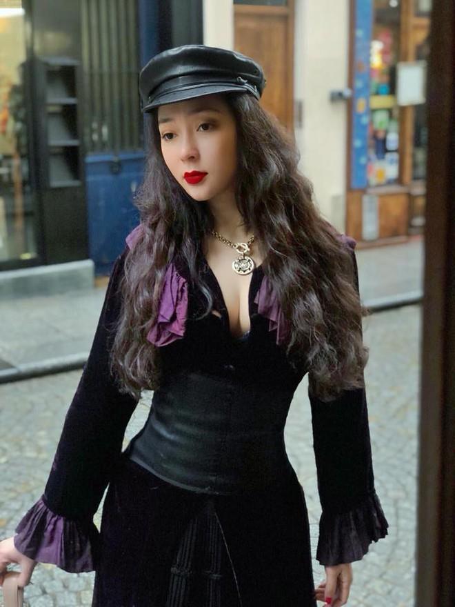 Tái xuất sau 13 năm đăng quang, có ai nhận ra Hoa hậu Nguyễn Thị Huyền với chiếc cằm dài khác lạ này - Ảnh 6.