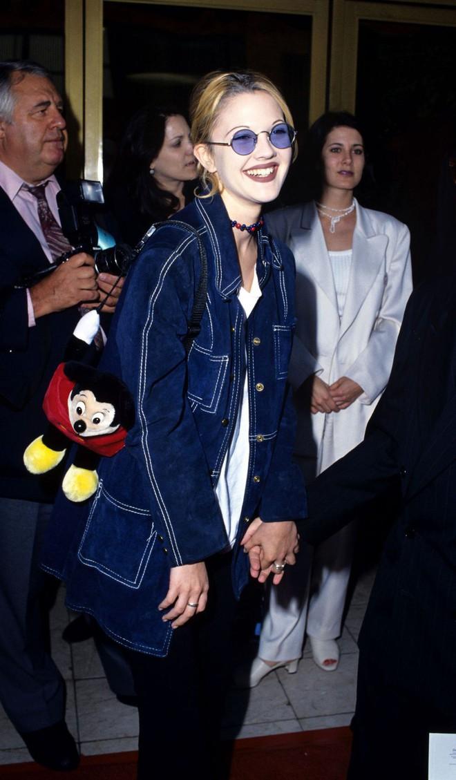 Từ thập niên 90 đến nay, thời trang đi tiệc của các cô gái sành điệu đã thay đổi thế nào? - Ảnh 6.