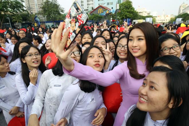 Hoa hậu Đỗ Mỹ Linh làm đại sứ và giám khảo cho cuộc thi Duyên dáng Áo dài TP.HCM 2018 - Ảnh 2.