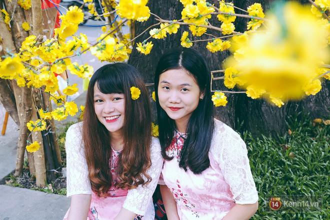 Nhiều người kiếm tiền triệu mỗi ngày nhờ cho thuê áo dài Tết chụp hình tại phố ông đồ Sài Gòn - Ảnh 12.
