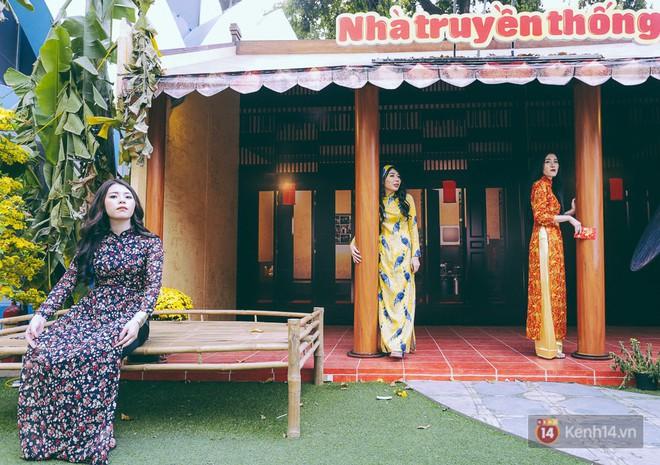 Nhiều người kiếm tiền triệu mỗi ngày nhờ cho thuê áo dài Tết chụp hình tại phố ông đồ Sài Gòn - Ảnh 21.