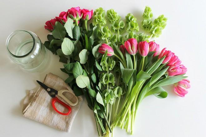 Tết này muốn giữ hoa tươi lâu gấp 2 lần, chị em nhất định đừng bỏ qua vài mẹo nhỏ mà có võ này - Ảnh 2.