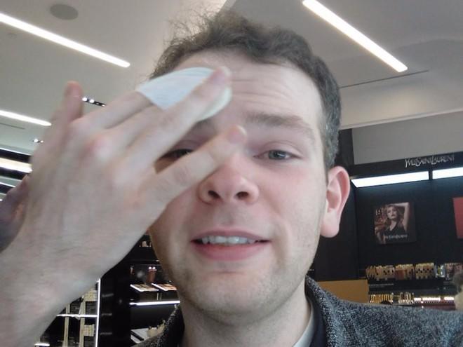 Trải nghiệm dịch vụ makeup dành cho nam, chàng trai này nhận được kết quả ấn tượng như Photoshop - Ảnh 4.