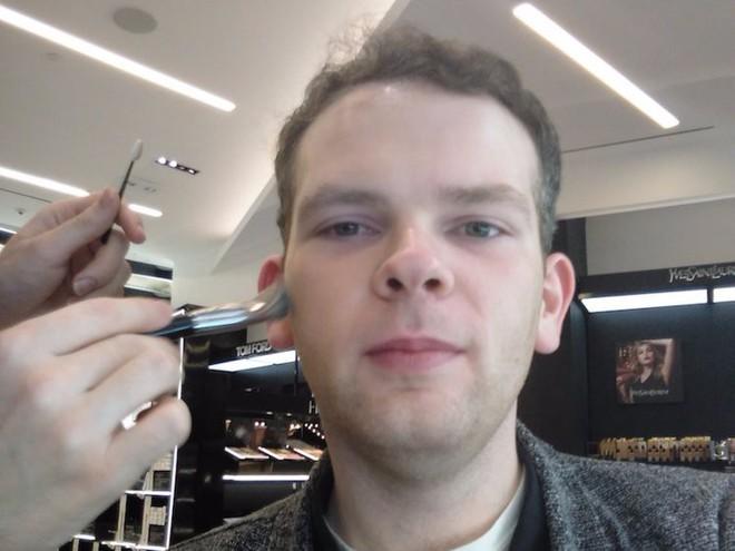 Trải nghiệm dịch vụ makeup dành cho nam, chàng trai này nhận được kết quả ấn tượng như Photoshop - Ảnh 5.