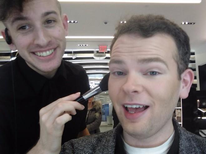 Trải nghiệm dịch vụ makeup dành cho nam, chàng trai này nhận được kết quả ấn tượng như Photoshop - Ảnh 10.