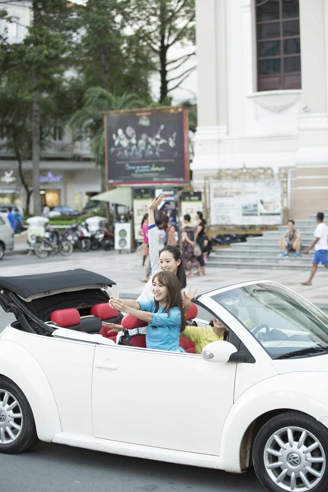 Trương Quân Ninh, Trần Ý Hàm mặc áo dài, ngồi xe mui trần đi thăm quan Sài Gòn - ảnh 6