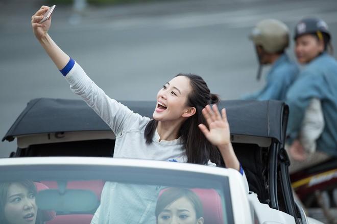 Trương Quân Ninh, Trần Ý Hàm mặc áo dài, ngồi xe mui trần đi thăm quan Sài Gòn - ảnh 7