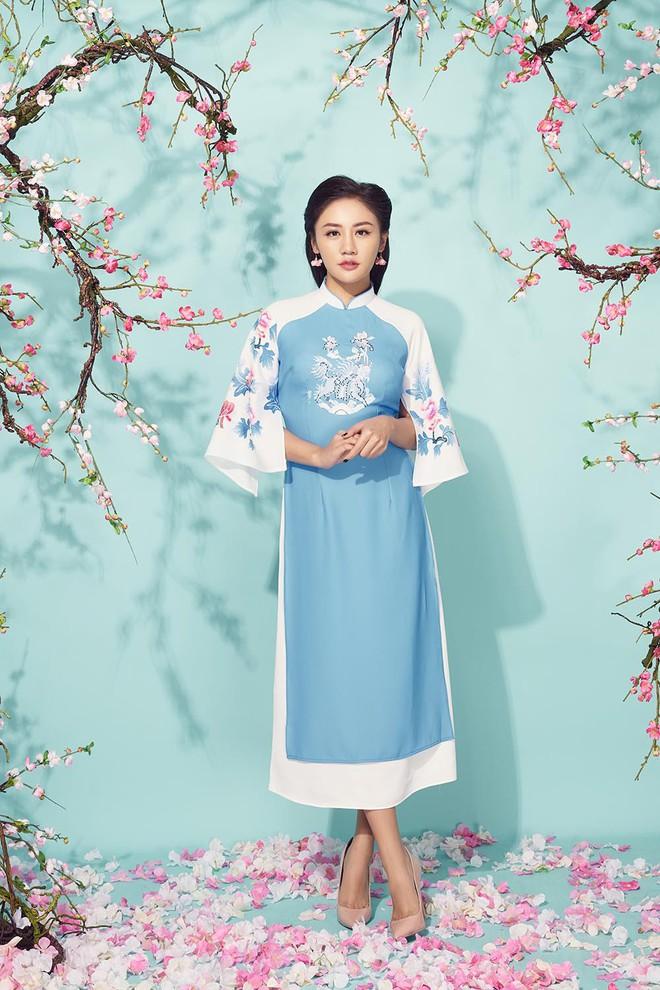 Diện áo dài đỏ rực, Văn Mai Hương khoe mẹ ruột trẻ trung, xinh đẹp - Ảnh 9.