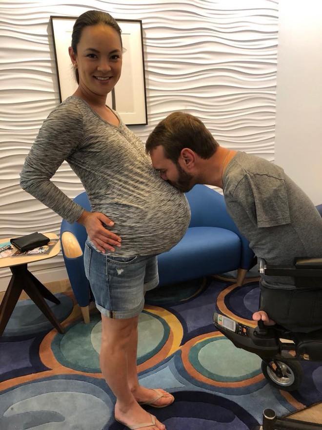 Vợ chồng Nick Vujicic nay đã có 4 con, hạnh phúc khoe hai con gái song sinh 4 tuần tuổi đáng yêu hết nấc - Ảnh 4.