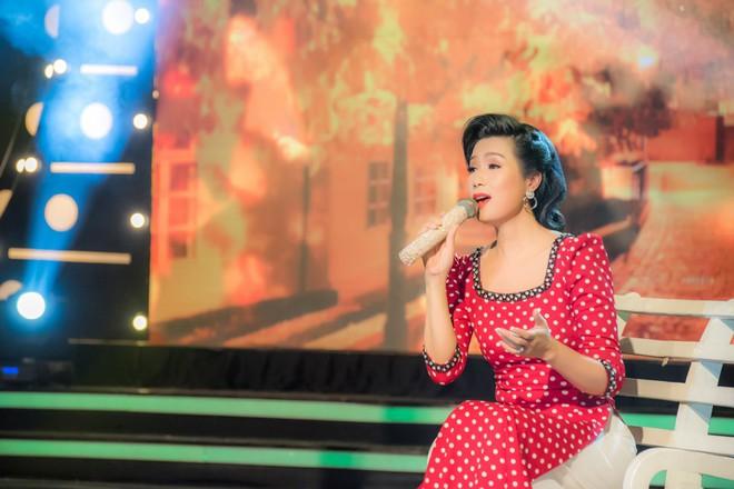 Diện áo dài xưa đỏ rực, Trịnh Kim Chi nồng nàn hát Bolero - ảnh 3
