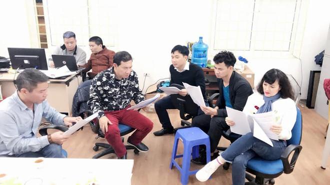 Xuân Bắc, Vân Dung bị đạo diễn Đỗ Thanh Hải mắng trong hậu trường Táo Quân  - Ảnh 2.