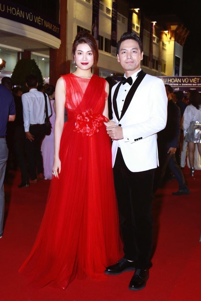 Hoa hậu Hoàn vũ 2008 Dayana Mendoza khoe vẻ đẹp tuyệt sắc, Mai Phương Thúy lộng lẫy như công chúa trên thảm đỏ chung kết Hoa hậu Hoàn vũ Việt Nam - Ảnh 11.