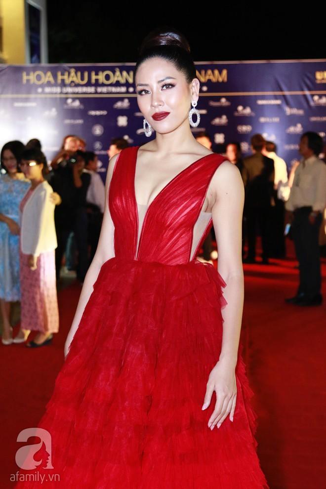 Hoa hậu Hoàn vũ 2008 Dayana Mendoza khoe vẻ đẹp tuyệt sắc, Mai Phương Thúy lộng lẫy như công chúa trên thảm đỏ chung kết Hoa hậu Hoàn vũ Việt Nam - Ảnh 13.