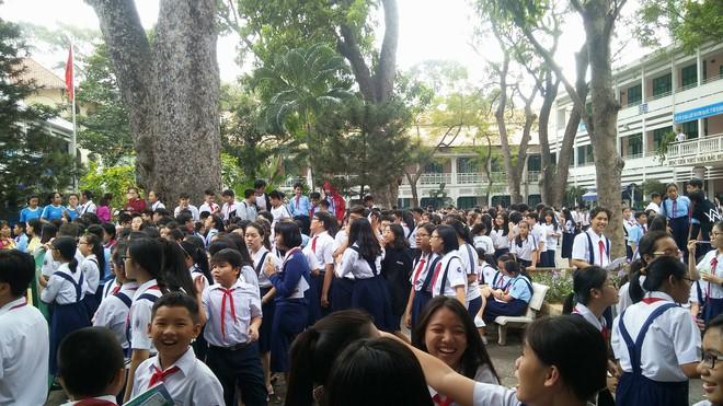 Nghi chập điện, ngôi trường hơn 140 tuổi ở trung tâm Sài Gòn bốc cháy khiến hàng trăm học sinh hoảng sợ - Ảnh 4.