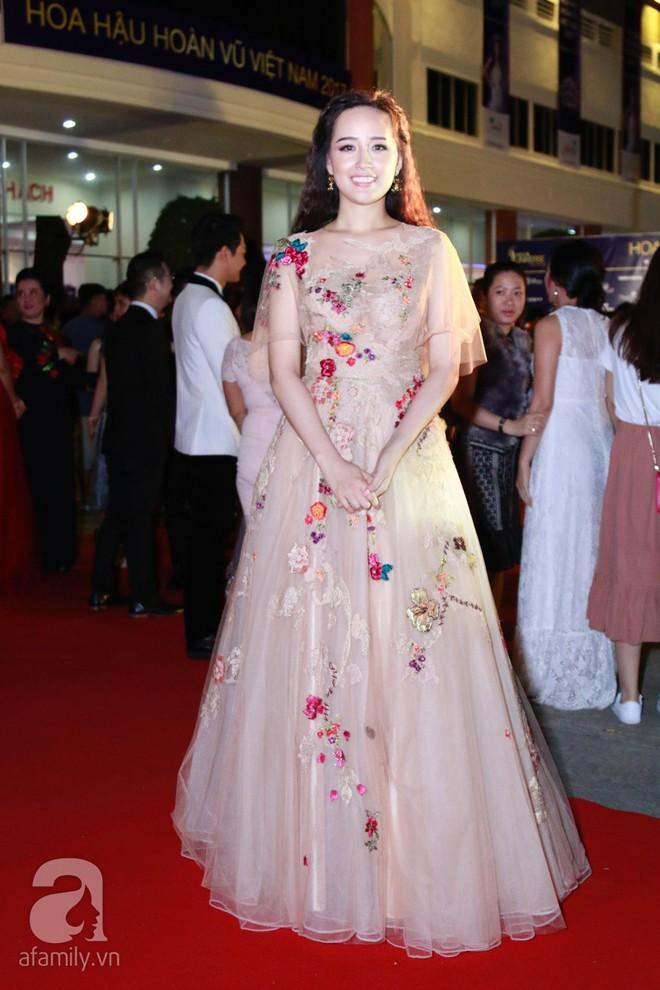 Hoa hậu Hoàn vũ 2008 Dayana Mendoza khoe vẻ đẹp tuyệt sắc, Mai Phương Thúy lộng lẫy như công chúa trên thảm đỏ chung kết Hoa hậu Hoàn vũ Việt Nam - Ảnh 7.