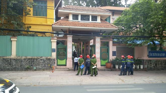 Nghi chập điện, ngôi trường hơn 140 tuổi ở trung tâm Sài Gòn bốc cháy khiến hàng trăm học sinh hoảng sợ - Ảnh 3.