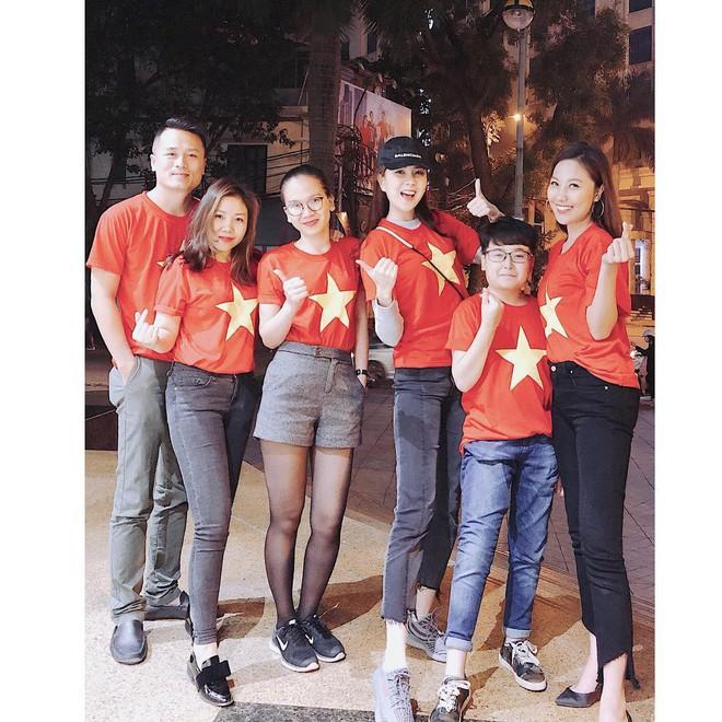 Sao Việt và muôn kiểu lên đồ đi bão sau chiến thắng của U23 Việt Nam - Ảnh 12.