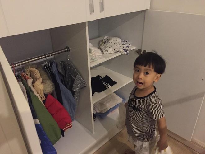 Cậu bé 3 tuổi biết rán bánh ngon ơ nhờ mẹ Mìn rèn làm việc nhà từ lúc tập đi - Ảnh 9.