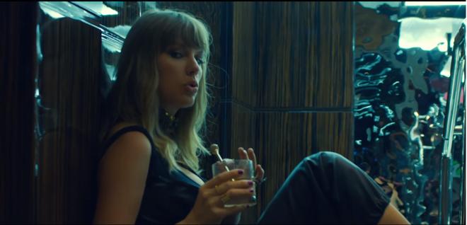 Ed Sheeran - Taylor Swift khiến fan ghen tị vì quá mức thân thiết trong MV mới - ảnh 1