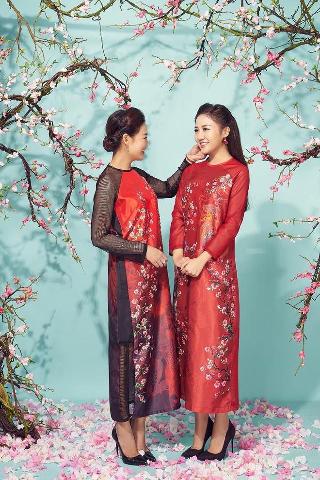 Diện áo dài đỏ rực, Văn Mai Hương khoe mẹ ruột trẻ trung, xinh đẹp - Ảnh 2.