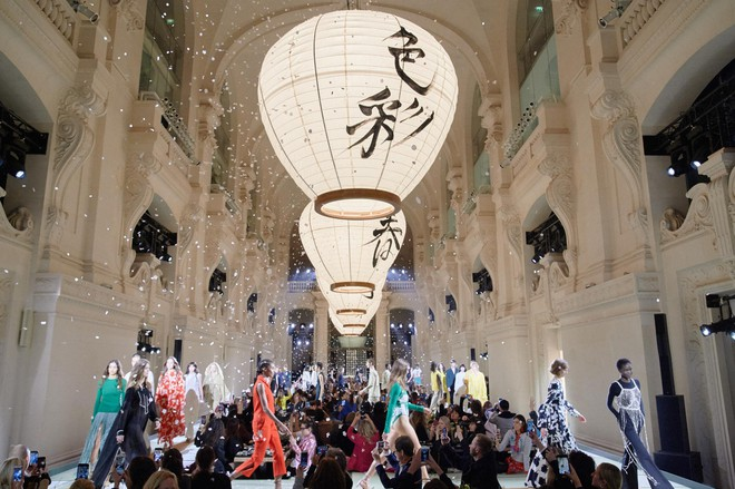 Châu Bùi và Kelbin Lei cùng dàn fashionista đình đám dự show H&M tại Tuần lễ thời trang Paris - Ảnh 6.