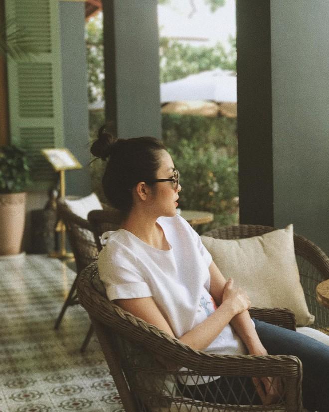 Không chỉ khéo mặc đồ, mà Tăng Thanh Hà còn khéo cả việc chọn kiểu tóc hợp với trang phục - Ảnh 2.