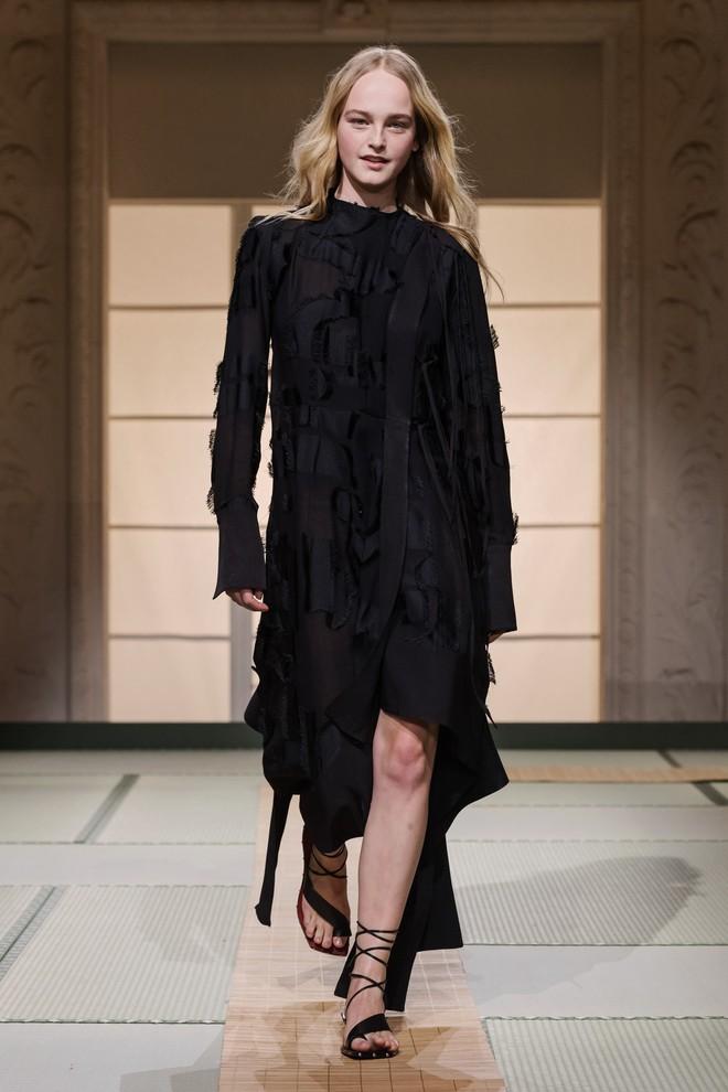 Châu Bùi và Kelbin Lei cùng dàn fashionista đình đám dự show H&M tại Tuần lễ thời trang Paris - Ảnh 16.