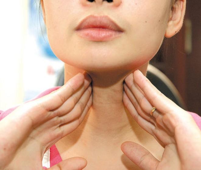 Biến chứng nguy hiểm từ căn bệnh mà siêu mẫu Gigi Hadid đang chống chọi khiến vóc dáng cô không như xưa - Ảnh 4.