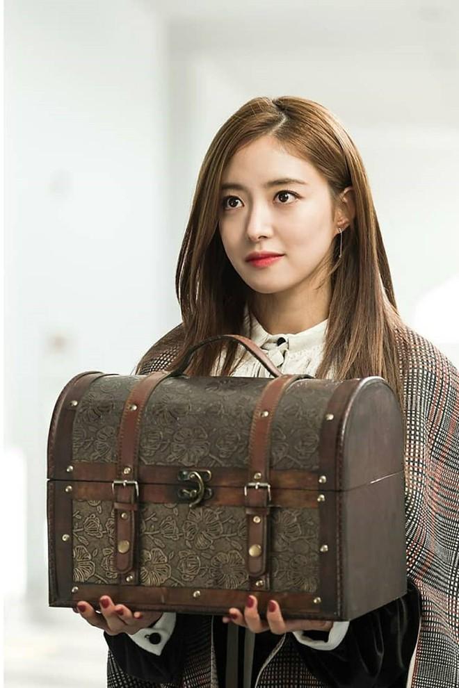 """Lee Se Young: Từ sao nhí tiềm năng một thời suýt bị quên lãng đến nàng """"cương thi quyến rũ nhất lịch sử điện ảnh xứ kim chi - Ảnh 9."""