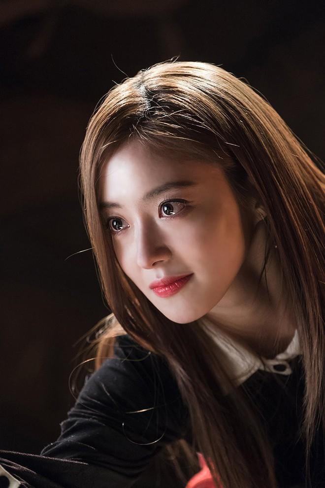 """Lee Se Young: Từ sao nhí tiềm năng một thời suýt bị quên lãng đến nàng """"cương thi quyến rũ nhất lịch sử điện ảnh xứ kim chi - Ảnh 10."""