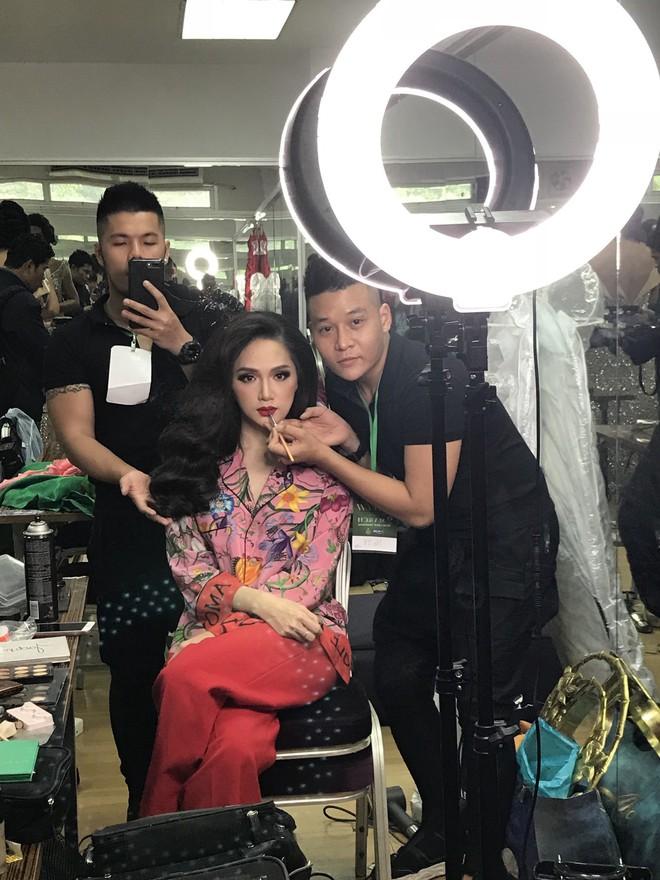 Chỉ dùng son đỏ và son cam mà Hương Giang vẫn cứ tỏa sáng ngời ngời tại Hoa hậu Chuyển giới Quốc tế 2018 - Ảnh 7.