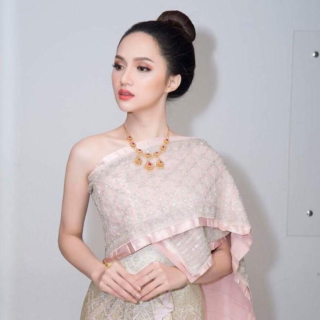 Chỉ dùng son đỏ và son cam mà Hương Giang vẫn cứ tỏa sáng ngời ngời tại Hoa hậu Chuyển giới Quốc tế 2018 - Ảnh 10.