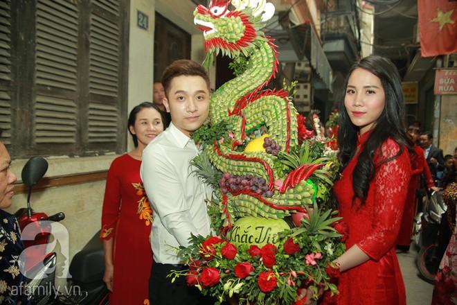 Khắc Việt cùng dàn trai đẹp showbiz mang lễ đến ăn hỏi bạn gái hotgirl - Ảnh 10.