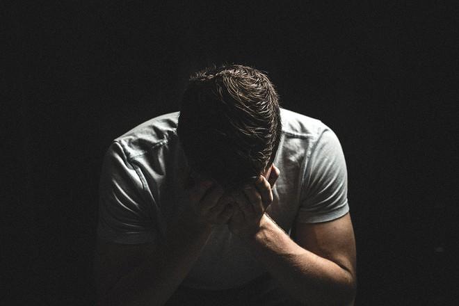Sự giày vò cảm xúc và tinh thần vô hình này tưởng xa lạ nhưng có khi bạn đang là nạn nhân mà không hay biết - Ảnh 1.