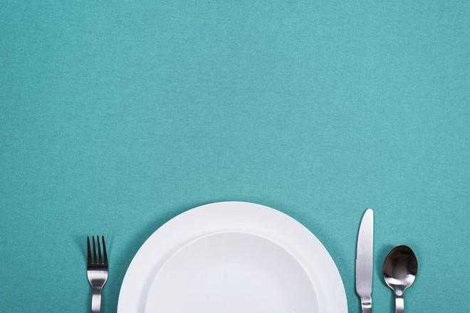 6 dấu hiệu chứng tỏ bạn đang phải chật vật với chuyện ăn uống của mình và tốt nhất nên trao đổi với bác sĩ - Ảnh 2.