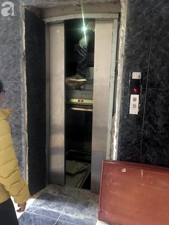 Hà Nội: Thang máy gặp sự cố tại chung cư, nhốt người dân bên trong - Ảnh 2.