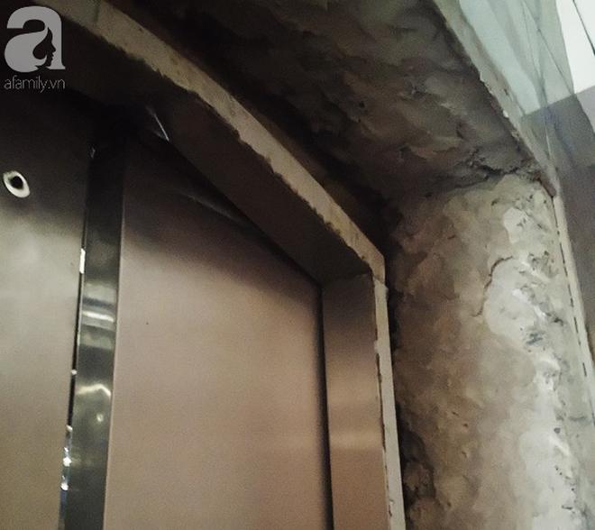 Hà Nội: Thang máy gặp sự cố tại chung cư, nhốt người dân bên trong - Ảnh 4.