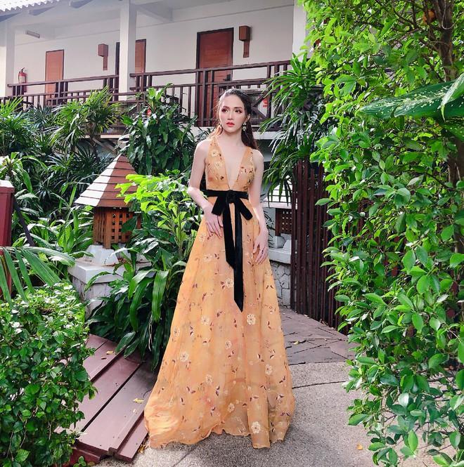 Một chiếc váy hai số phận, không tin bạn cứ nhìn hai người đẹp tên Hương Giang này diện - Ảnh 1.
