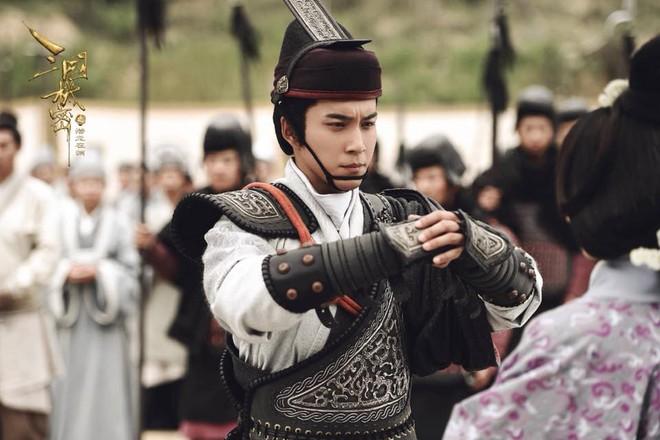 Nhân sinh bị yêu cầu dừng phát sóng, nam chính Hàn Đông Quân cực bảnh bao trong phim mới - Ảnh 7.